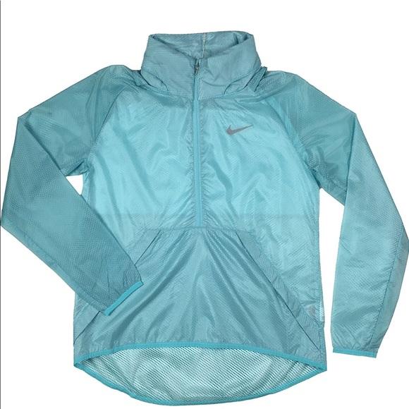cf33c84ba7fe Women s Nike hyperlite translucent golf jacket. M 5b04ef5805f4309ce3b0df72